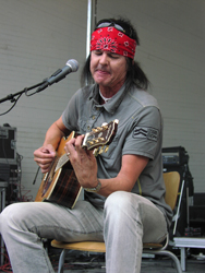 Kari Peitsamo livenä Ämyrockissa 2007